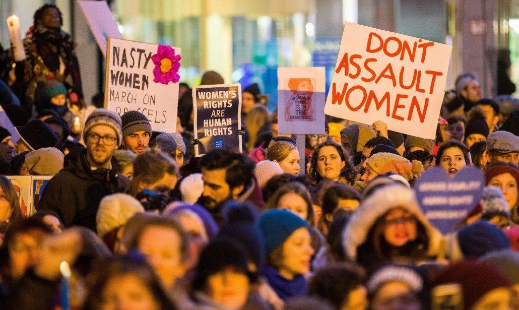 protesta-donne per articolo sulle molestie sessuali in calo in Italia
