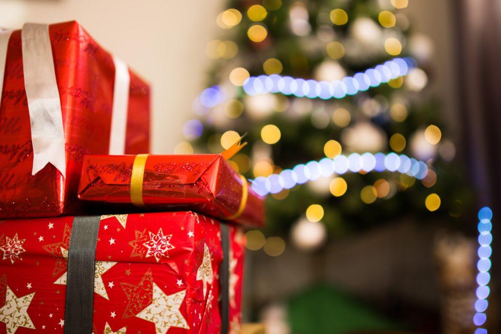 Regali di Natale e albero di Natale