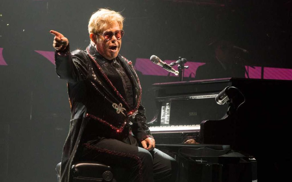 Elton John live in Allentown, Pennsylvania.