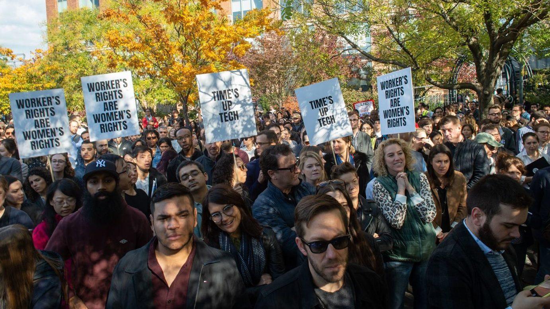 Più di 20.000 impiegate e impresari di Google lo scorso 1 novembre hanno lasciato i loro uffici in segno di protesta contro molestie e abusi sessuali sul posto di lavoro