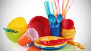 piatti e posate di plastica