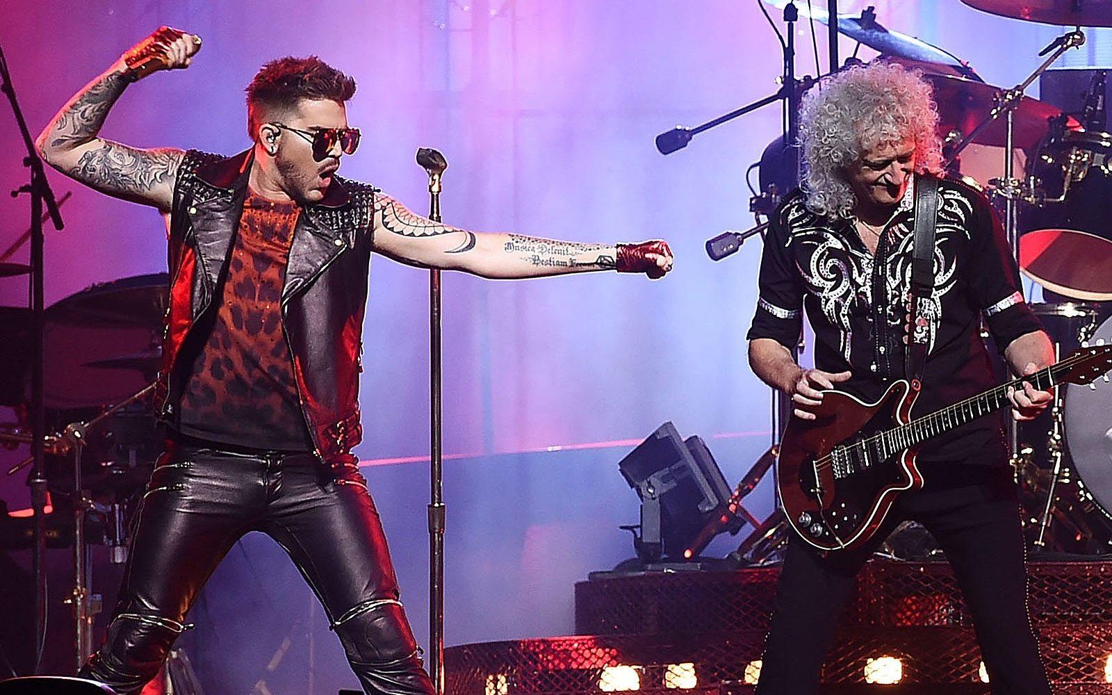 Queen e Adam Lambert durante una performance live