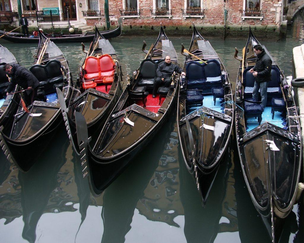 Venezia: leggere sulle gondole adesso è realtà