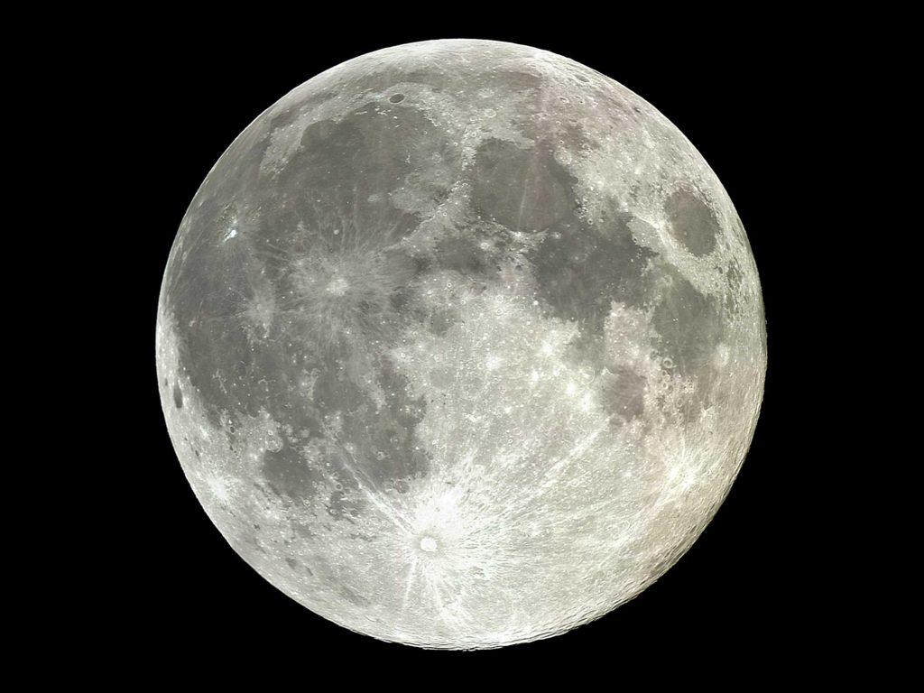 Immagine luna per articolo sulla cine che scopre il lato oscuro della luna