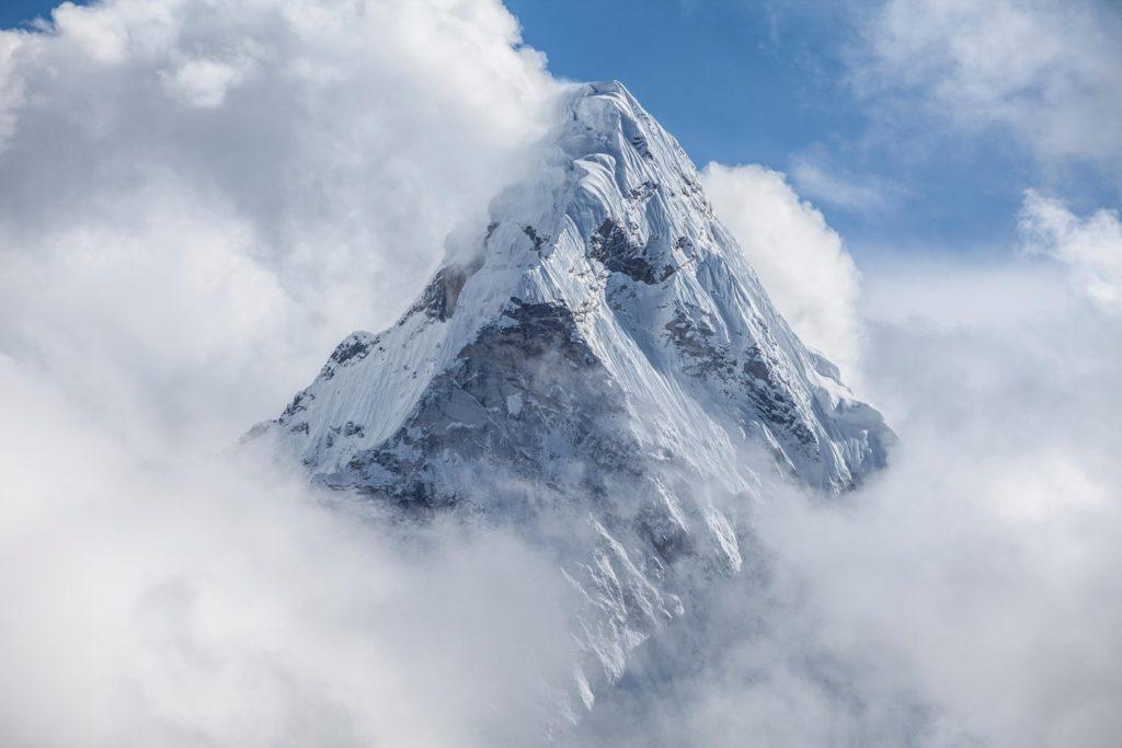 Everest: la Cina limita gli accessi